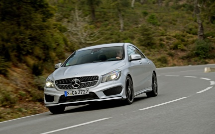 2014-Mercedes-Benz-CLA250-front-end-in-motion